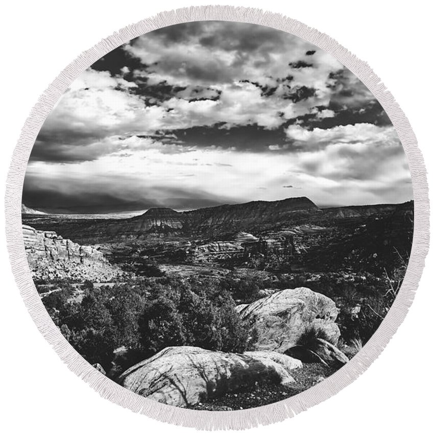Colorado Round Beach Towel featuring the photograph Colorado Beauty by L O C