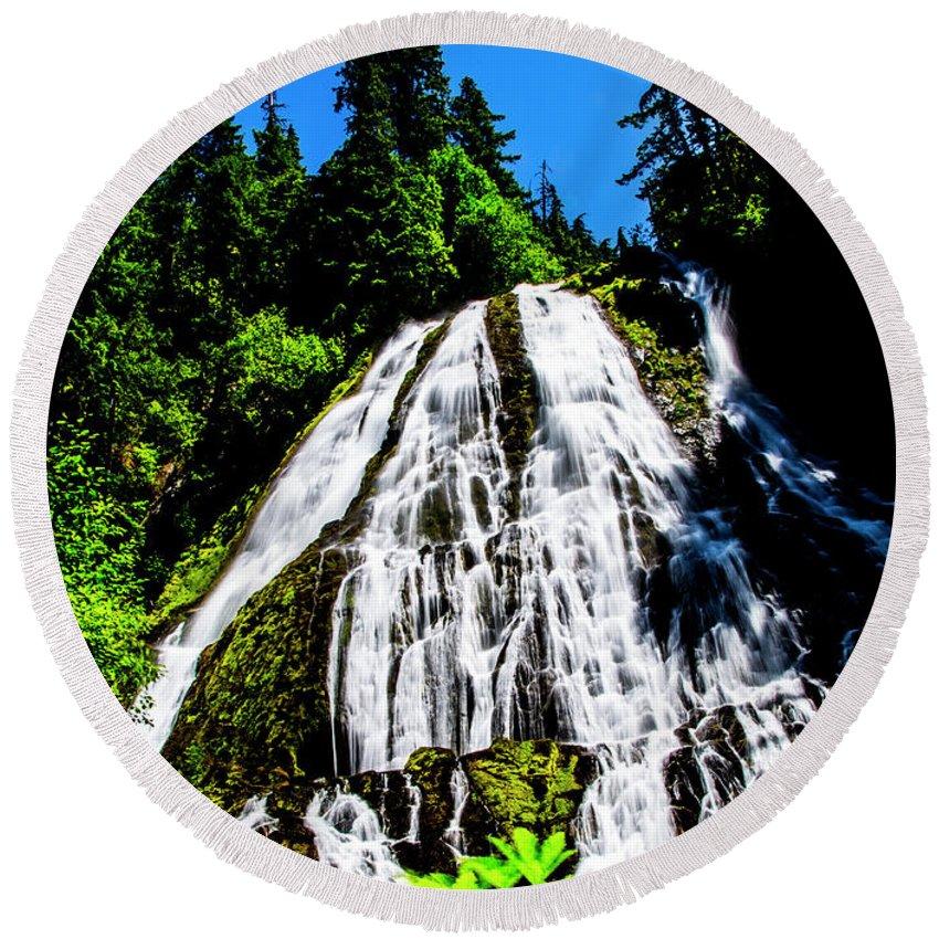 Round Beach Towel featuring the photograph Diamond Creek Falls by Angus Hooper Iii
