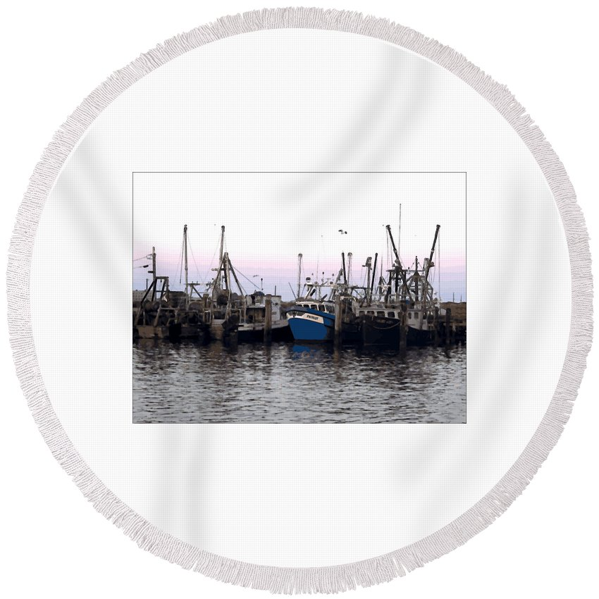 Dragger Round Beach Towel featuring the digital art Dragger Painting by Newwwman