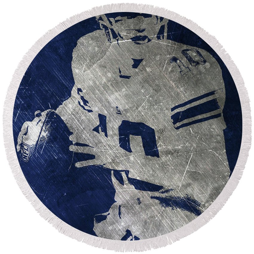 Eli Manning Round Beach Towel featuring the painting Eli Manning Giants by Joe Hamilton