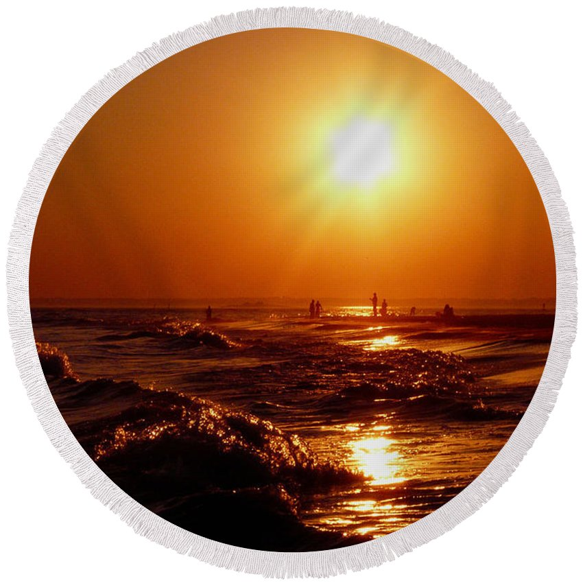 Sunset Round Beach Towel featuring the photograph Extreme Blazing Sun by Kendall Eutemey