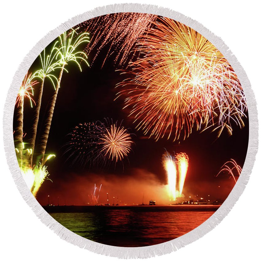 Fireworks Round Beach Towel featuring the photograph Fireworks by Maxim Images Prints