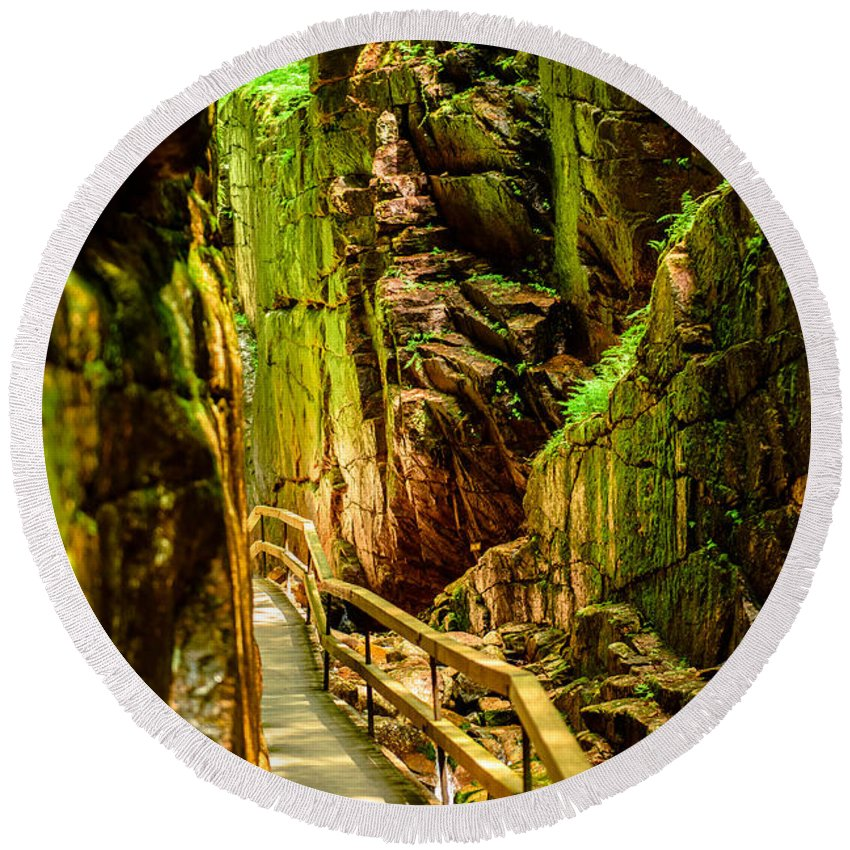 Gorge Round Beach Towel featuring the photograph Flume Gorge by Sherman Perry