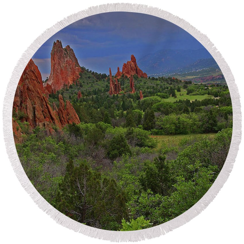 Colorado Round Beach Towel featuring the photograph Garden Of The Gods by Rich Walter