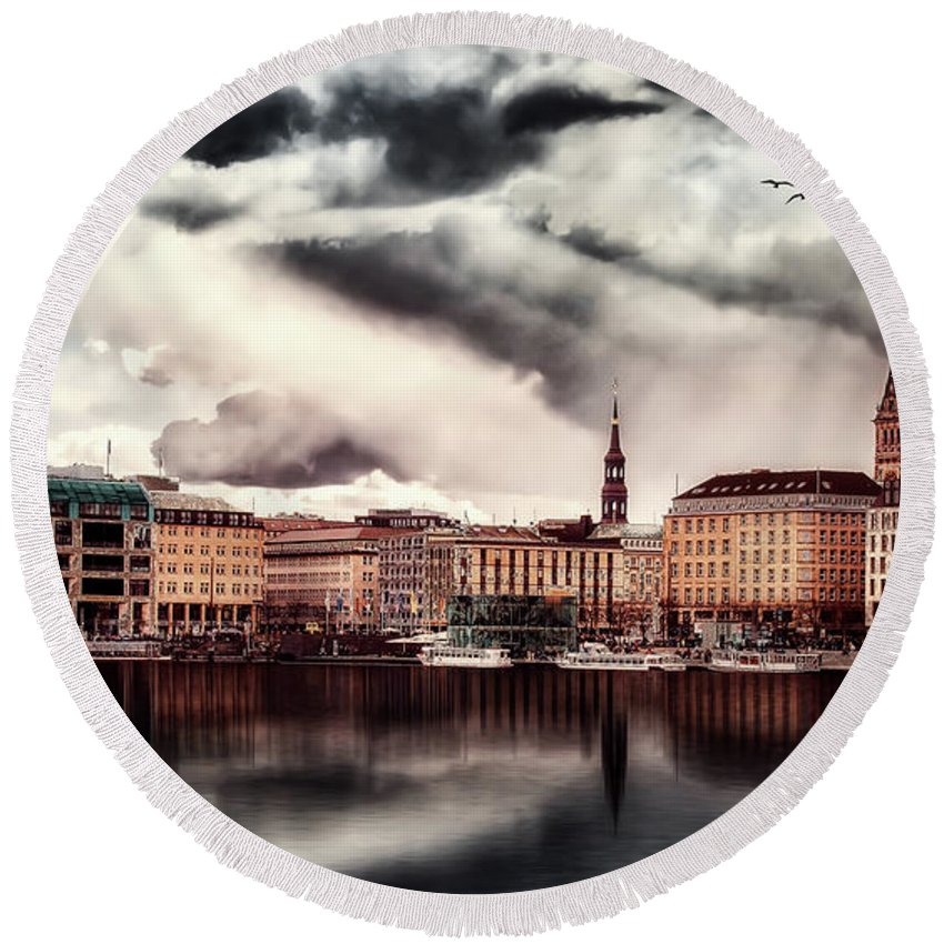 Hamburg Round Beach Towel featuring the photograph Hamburg At Dusk by Reinhold Silbermann