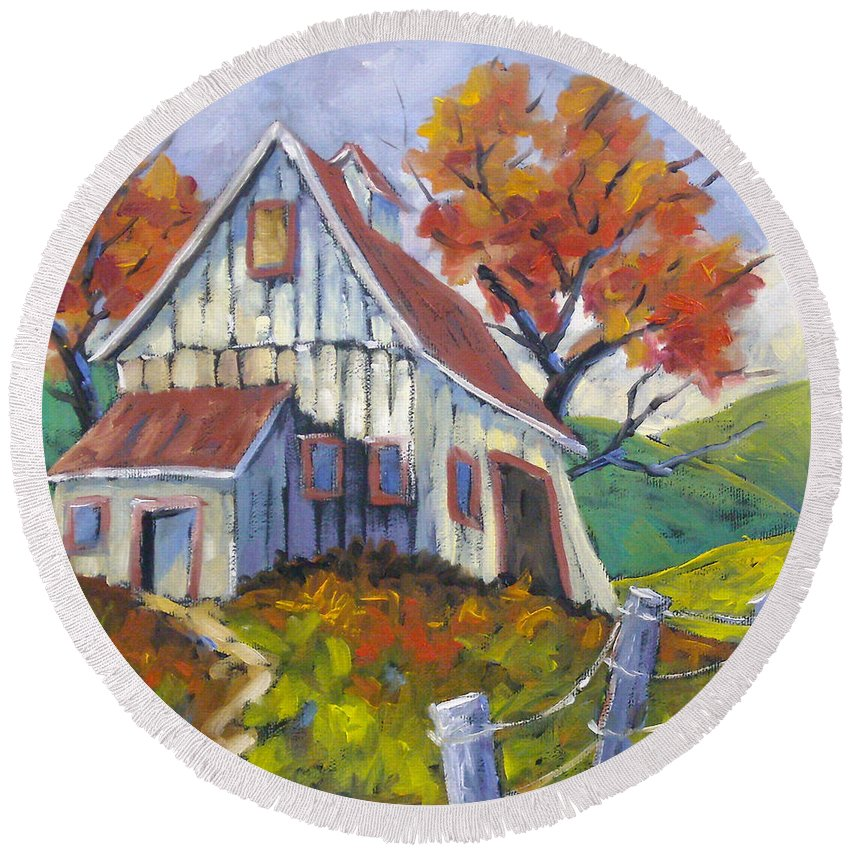Hill Round Beach Towel featuring the painting Hillsidebarn by Richard T Pranke