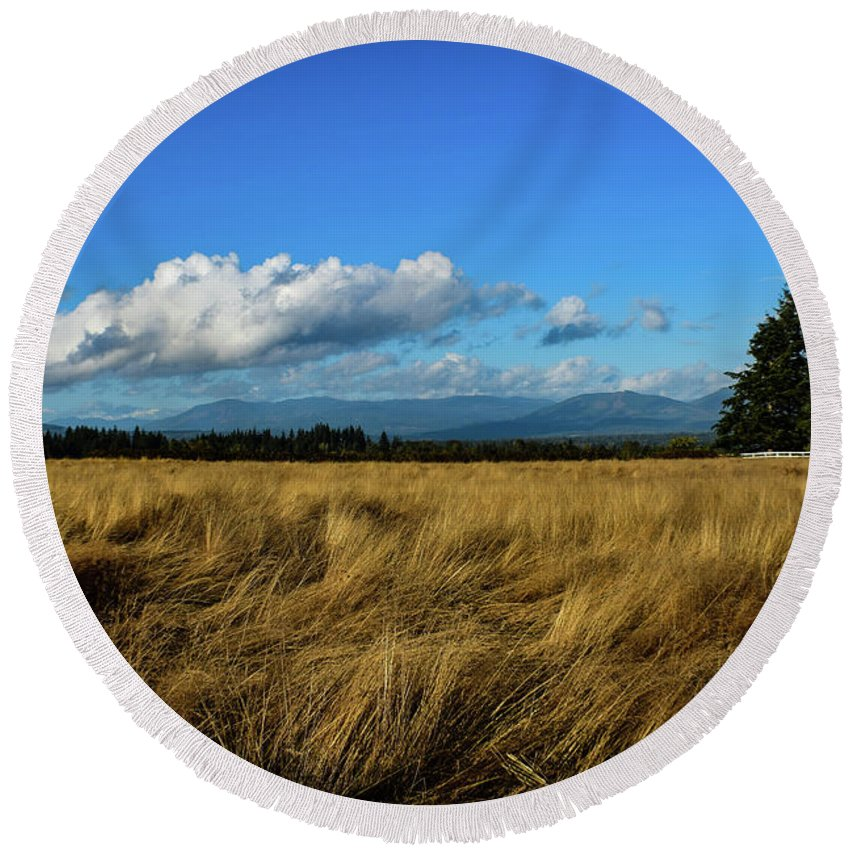 Landscape Round Beach Towel featuring the photograph Into The Grasslands. by Eric M Bass