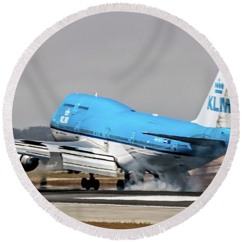 Klm Round Beach Towel featuring the photograph Klm Royal Dutch Airlines Boeing 747 Airplane Landing At San Francisco Airport In San Francisco, Cali by David Oppenheimer