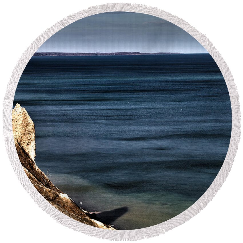Lake Round Beach Towel featuring the photograph Lake Ontario At Sodus Bay by William Norton