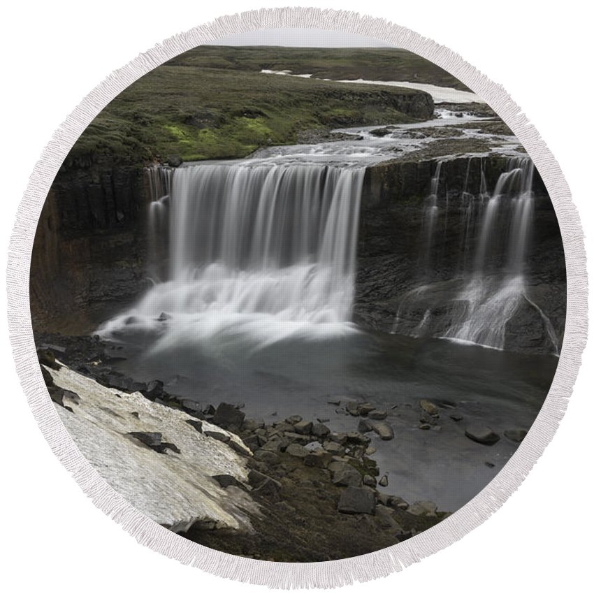 Laugafell Round Beach Towel featuring the photograph Laugafell Mountain Lodge Waterfalls 3133 by Bob Neiman