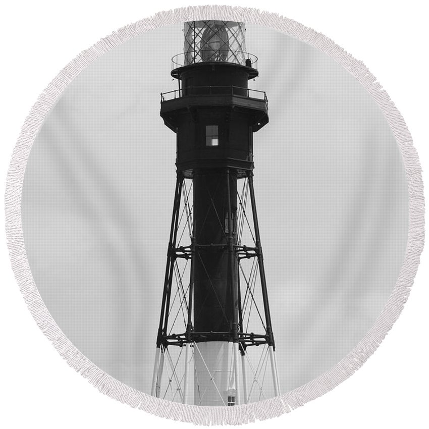 Landscape Round Beach Towel featuring the photograph Lighthouse by Rob Hans