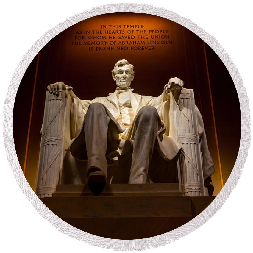 Lincoln Memorial Round Beach Towel featuring the photograph Lincoln Memorial At Night - Washington D.c. by Gary Whitton