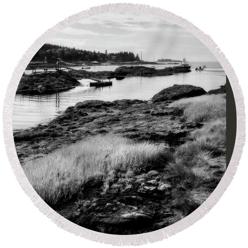 Lighthouse Round Beach Towel featuring the photograph Low Tide by Claudia Kuhn