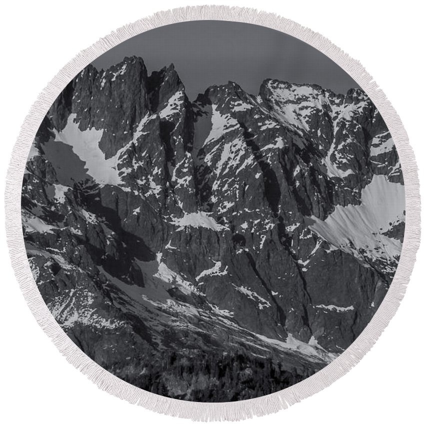 Landscapes Round Beach Towel featuring the photograph North Cascades by Luis Orozco