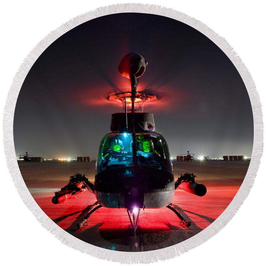 Aviation Round Beach Towel featuring the photograph Oh-58d Kiowa Pilots Run by Terry Moore