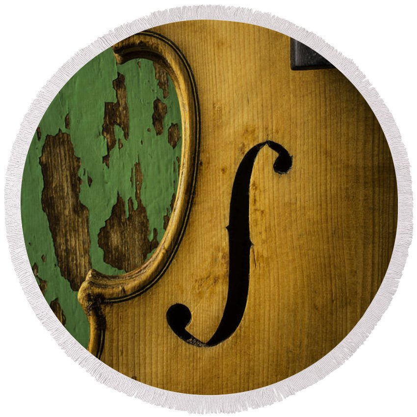 Old Round Beach Towel featuring the photograph Old Violin Against Green Wall by Garry Gay