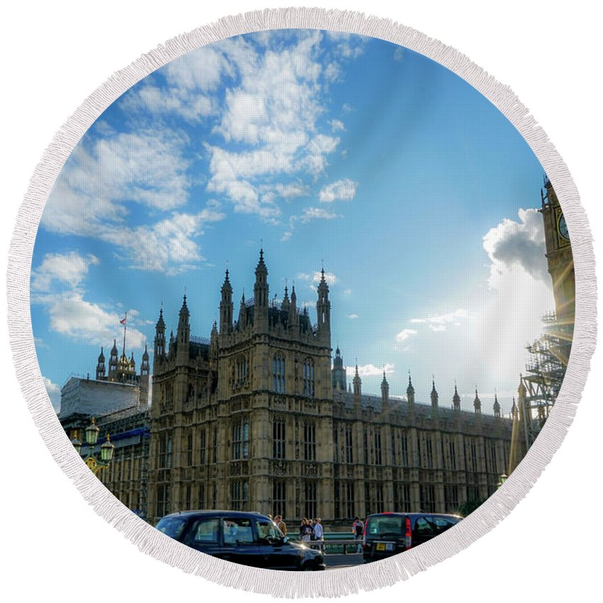 London Round Beach Towel featuring the photograph On The Streets by Ric Schafer