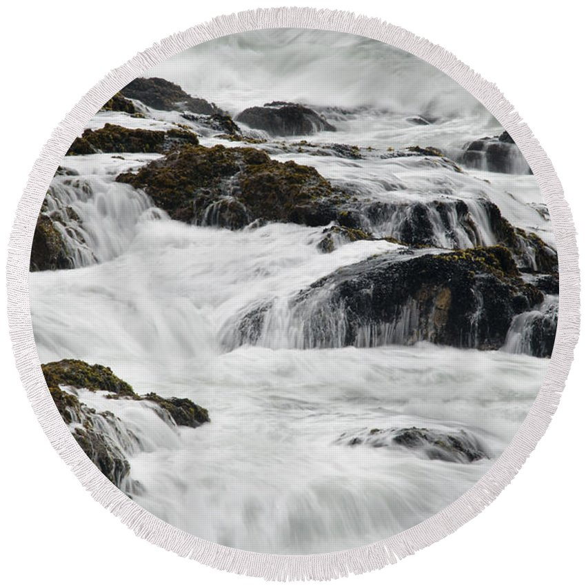 Pescadero Round Beach Towel featuring the photograph Pescadero Sb 8540 by Bob Neiman