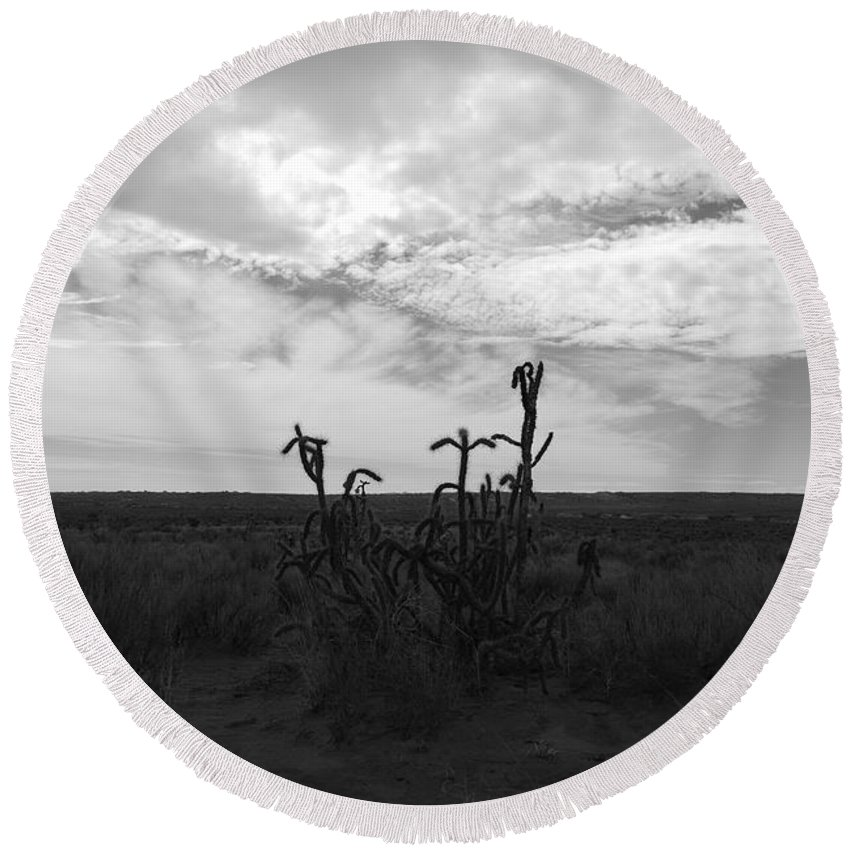 Black And White Round Beach Towel featuring the photograph Rio Rancho by Rob Hans