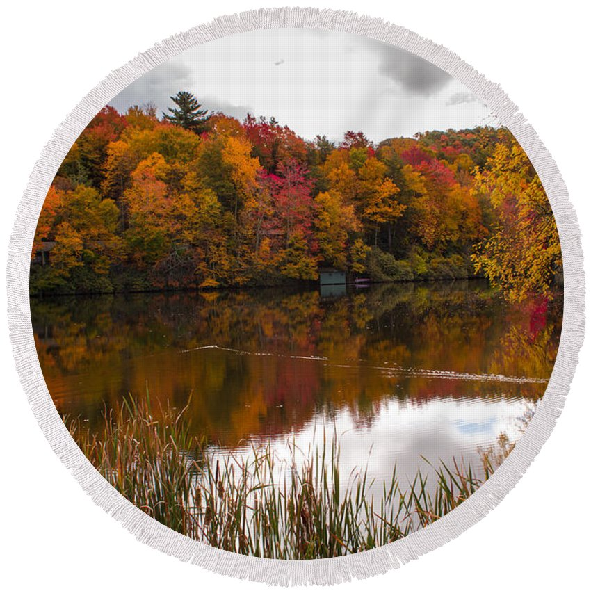 Roan Mountain Lakes Round Beach Towel featuring the photograph Ripshin Lake by Mel Hensley