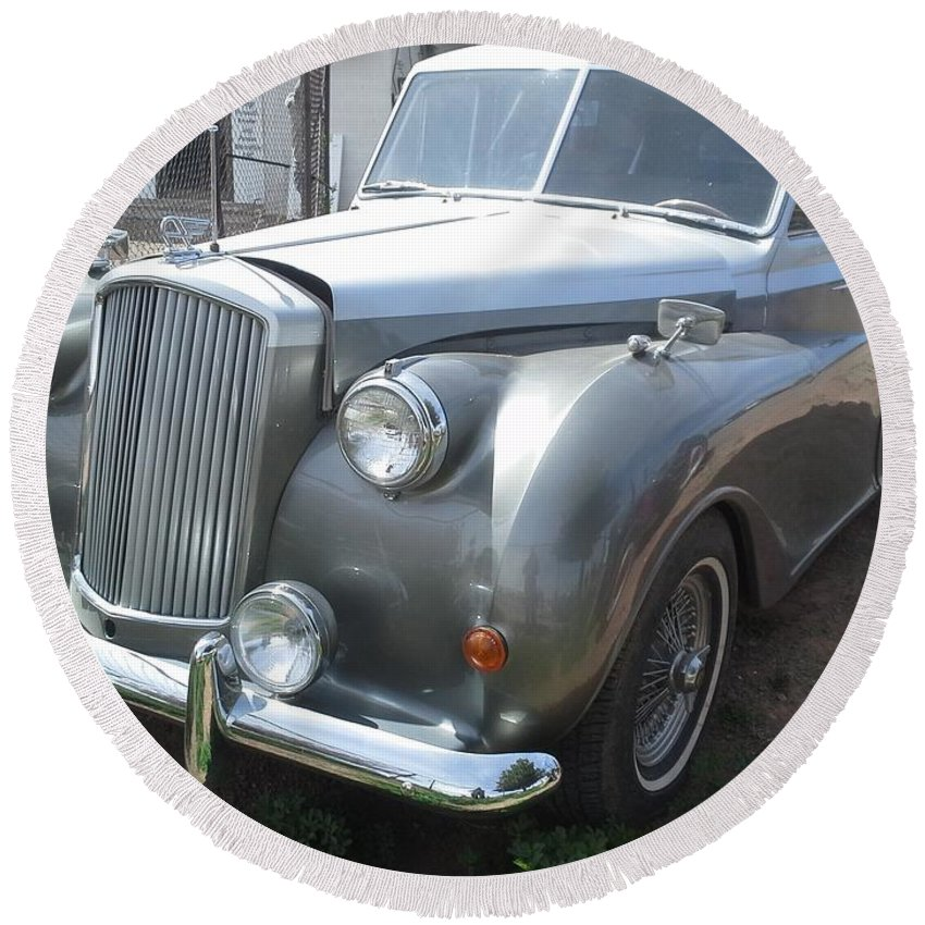 Rolls Round Beach Towel featuring the photograph Rolls Royce Silver Wraith by Frederick Holiday