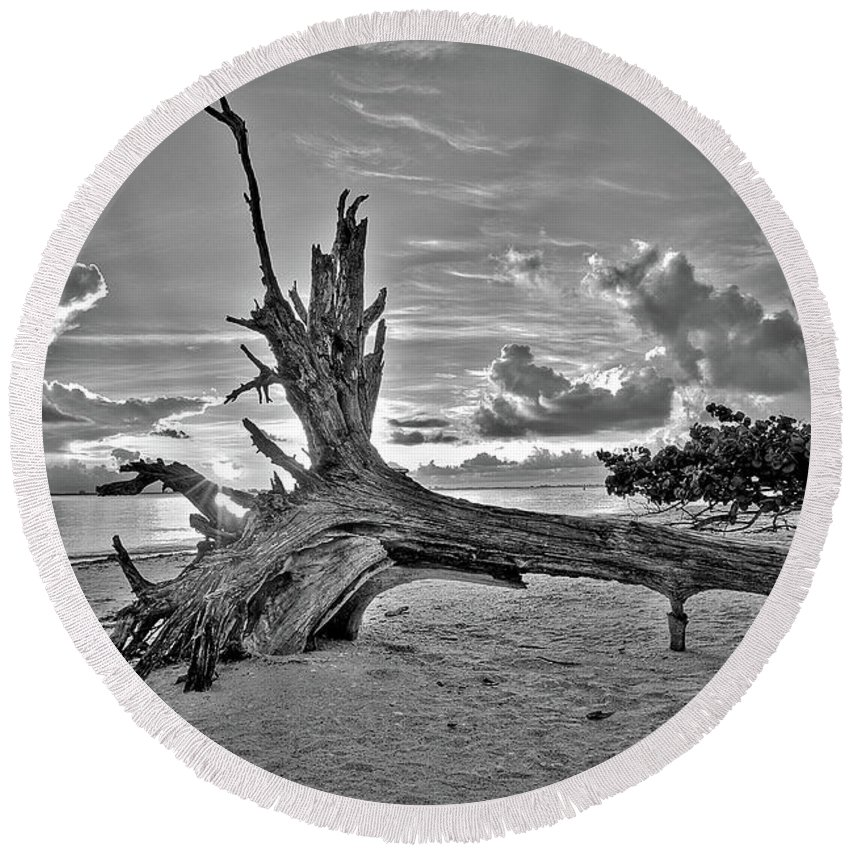 Landscapes Round Beach Towel featuring the photograph Sanibel Sunrise by Dennis Goodman