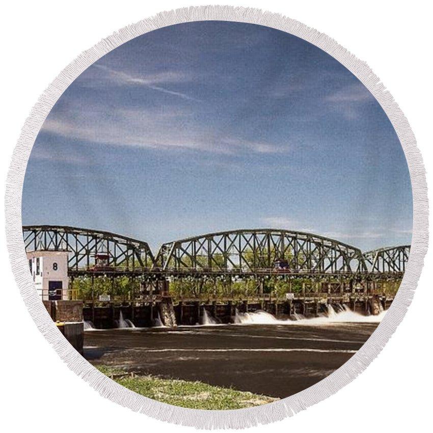 Schenectady Lock 8 Round Beach Towel featuring the photograph Schenectady Lock 8 by George Fredericks