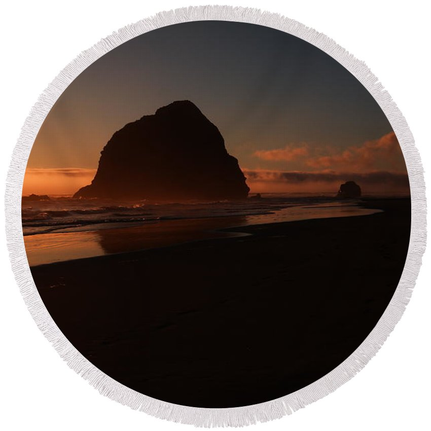 Tree Round Beach Towel featuring the photograph Settling Time by Jeff Swan