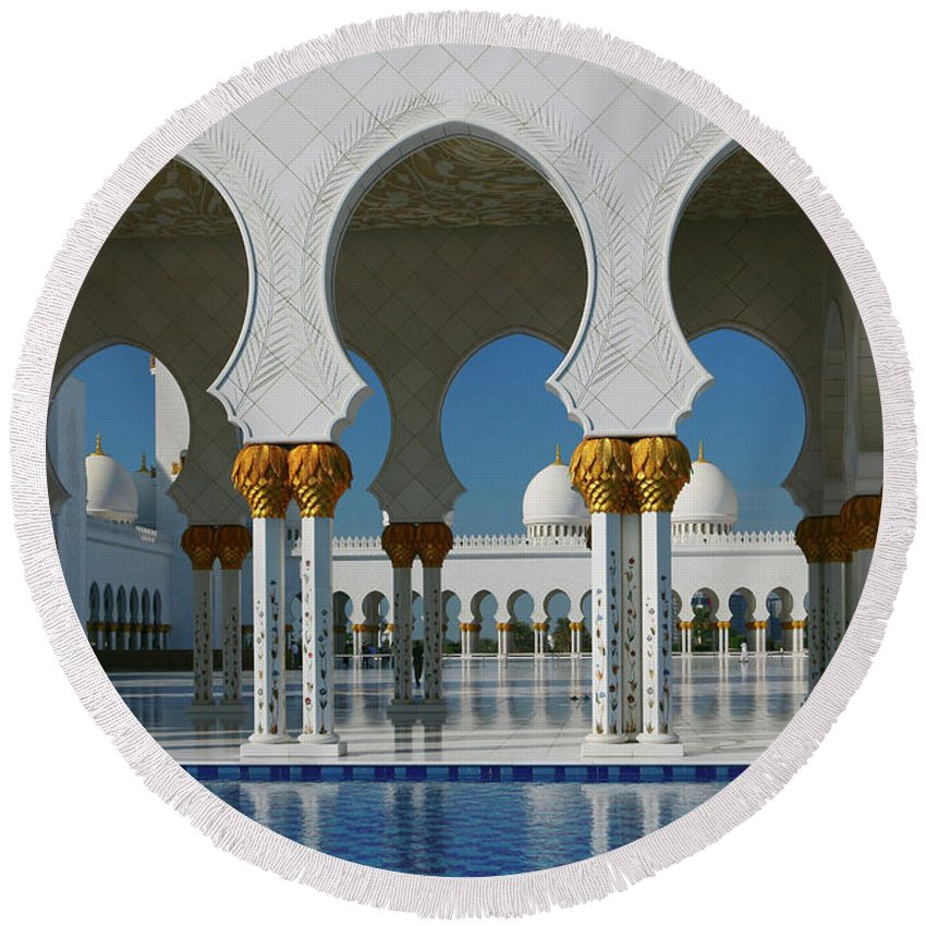 Abu Dhabi Round Beach Towel featuring the photograph Sheikh Zayed Grand Mosque Abu Dhabi United Arab Emirates by Ivan Pendjakov