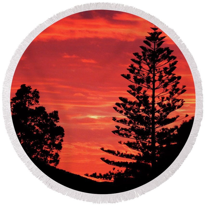 Sunset Round Beach Towel featuring the photograph Simple Sunset by Mark Blauhoefer