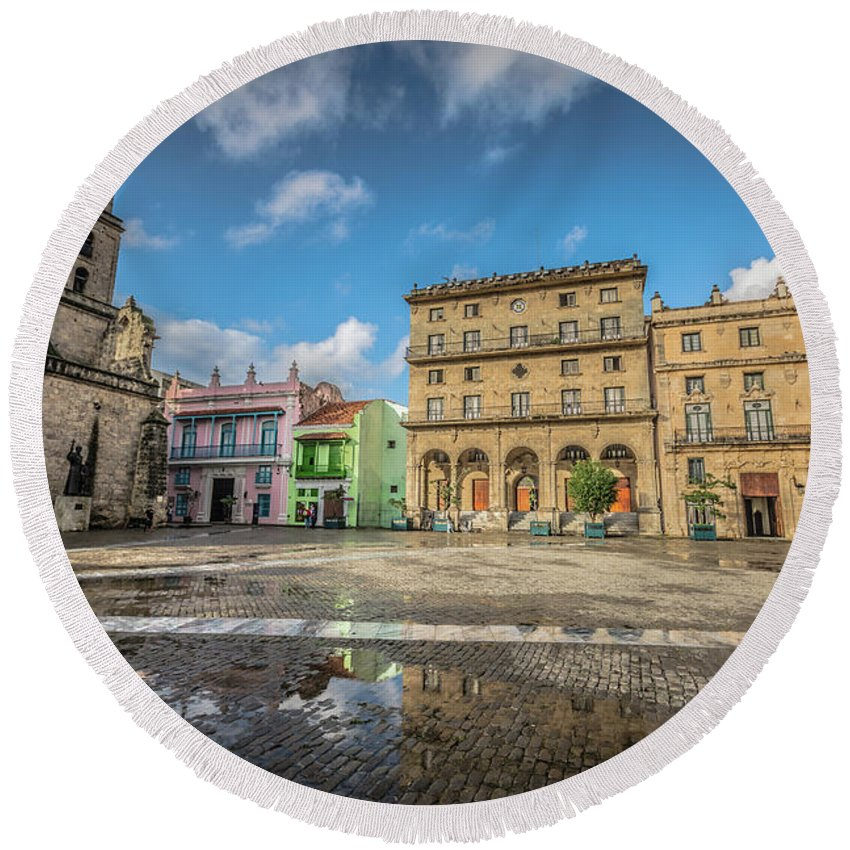 Havana Round Beach Towel featuring the photograph Square by Bill Howard