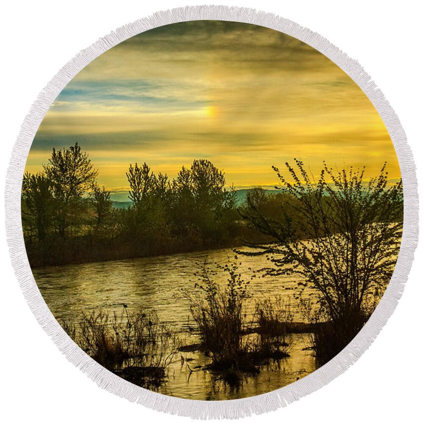 Sunrise Round Beach Towel featuring the photograph Sunrise On The Payette River by Robert Bales