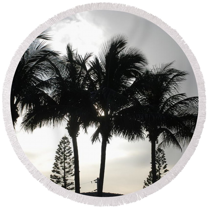 Sky Round Beach Towel featuring the photograph Sunset Thru The Trees by Rob Hans