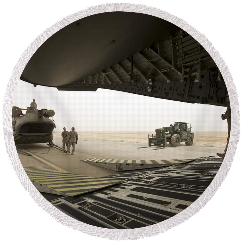 Aviation Round Beach Towel featuring the photograph Tikrit, Iraq - A Ch-47 Chinook by Terry Moore