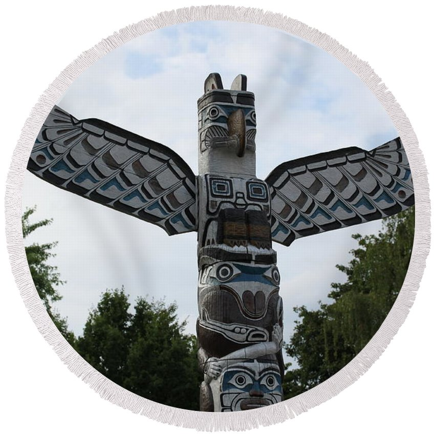 Totem Pole Tip Round Beach Towel featuring the photograph Totem Pole by Christiane Schulze Art And Photography