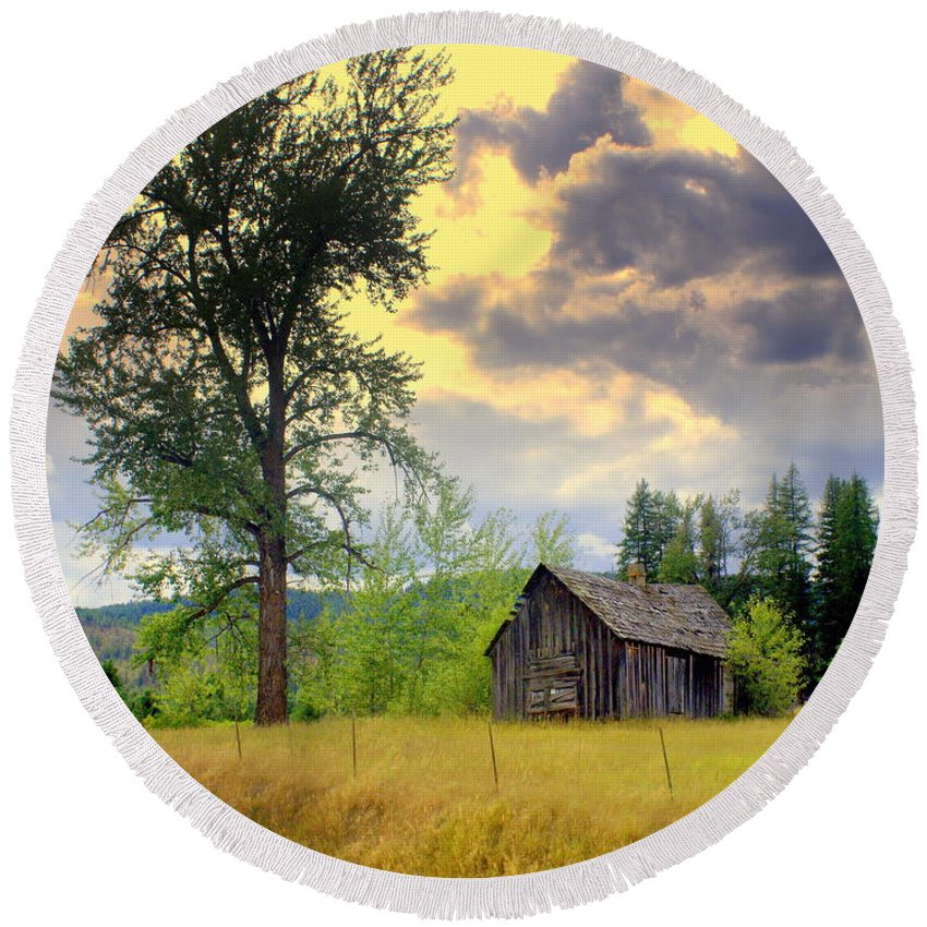 Washington Round Beach Towel featuring the photograph Washington Homestead by Marty Koch