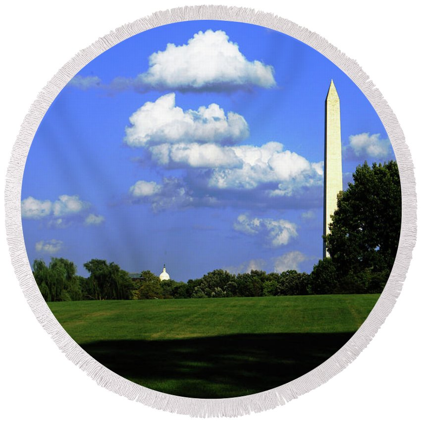 Washington Round Beach Towel featuring the photograph Washington Monument by Gary Wonning