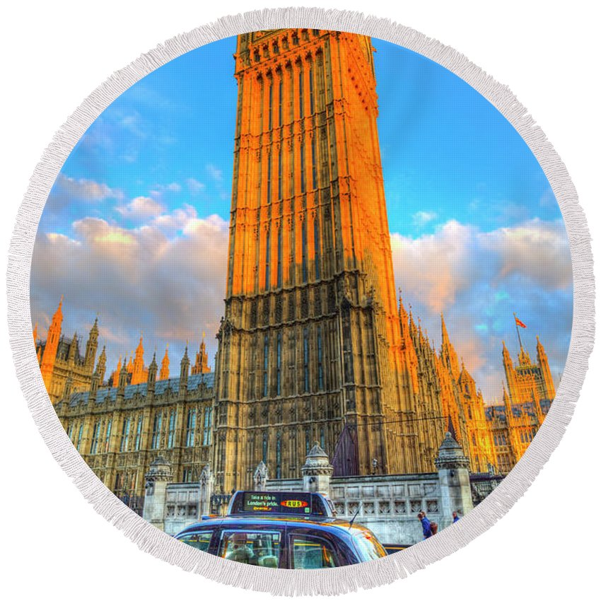 Westminster Bridge Round Beach Towel featuring the photograph Westminster Bridge And Taxi by David Pyatt