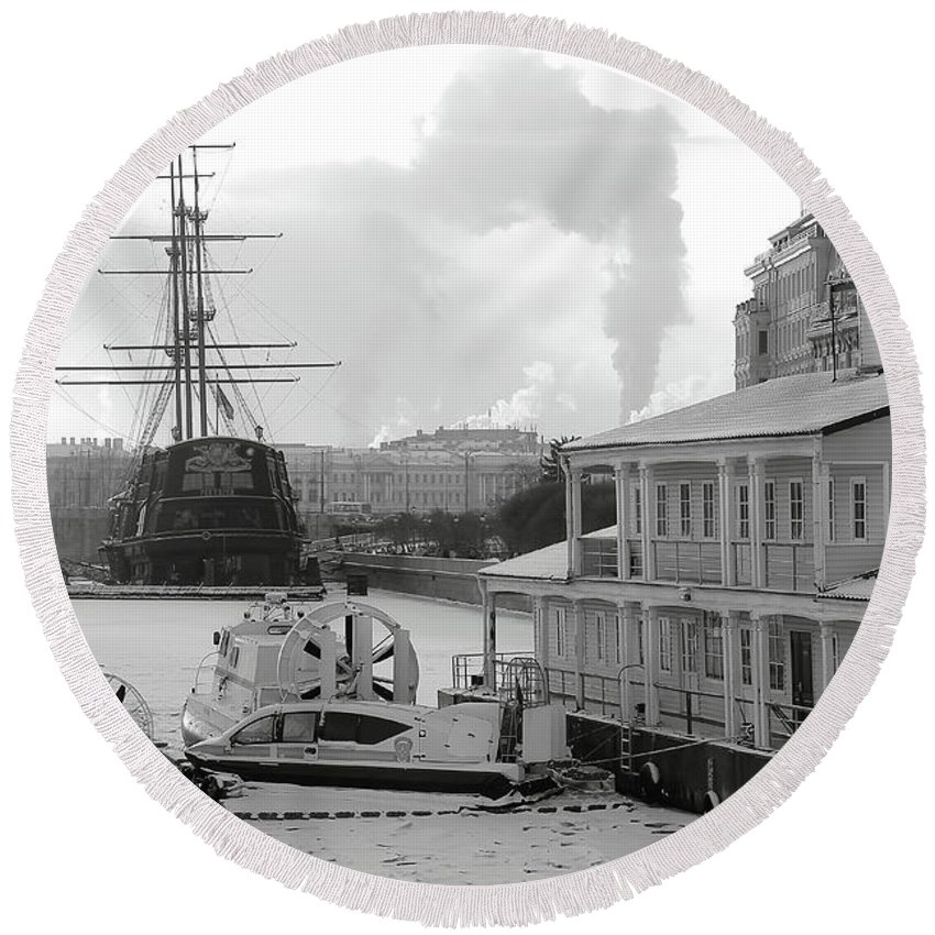 Mary Raven Round Beach Towel featuring the photograph Winter On The River by Mary Raven