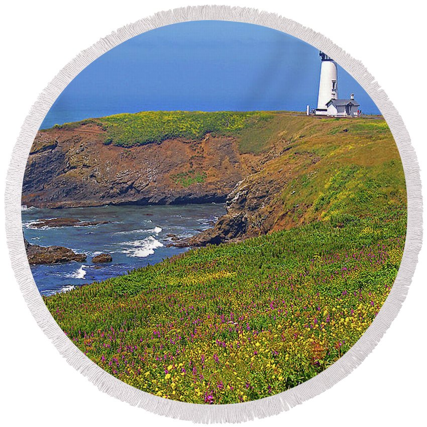 Oregon Round Beach Towel featuring the photograph Yaquina Head Lighthouse by Rich Walter