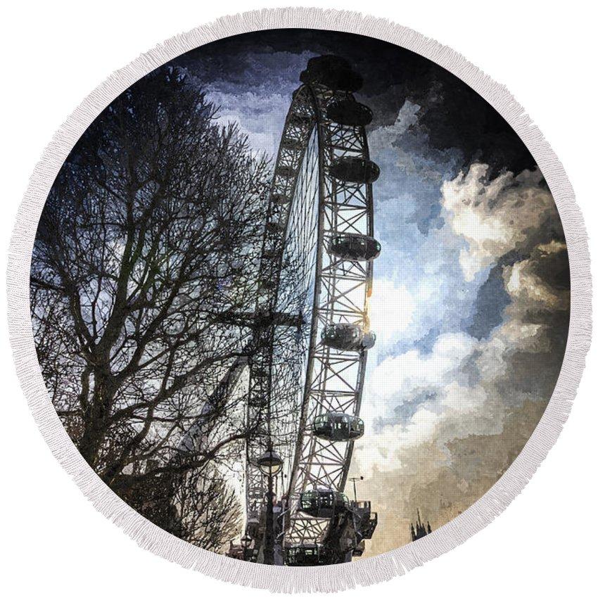 London Eye Round Beach Towel featuring the photograph The London Eye Art by David Pyatt