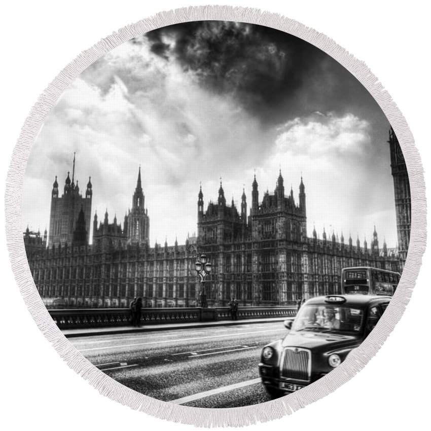 Westminster Round Beach Towel featuring the photograph Westminster Bridge London by David Pyatt