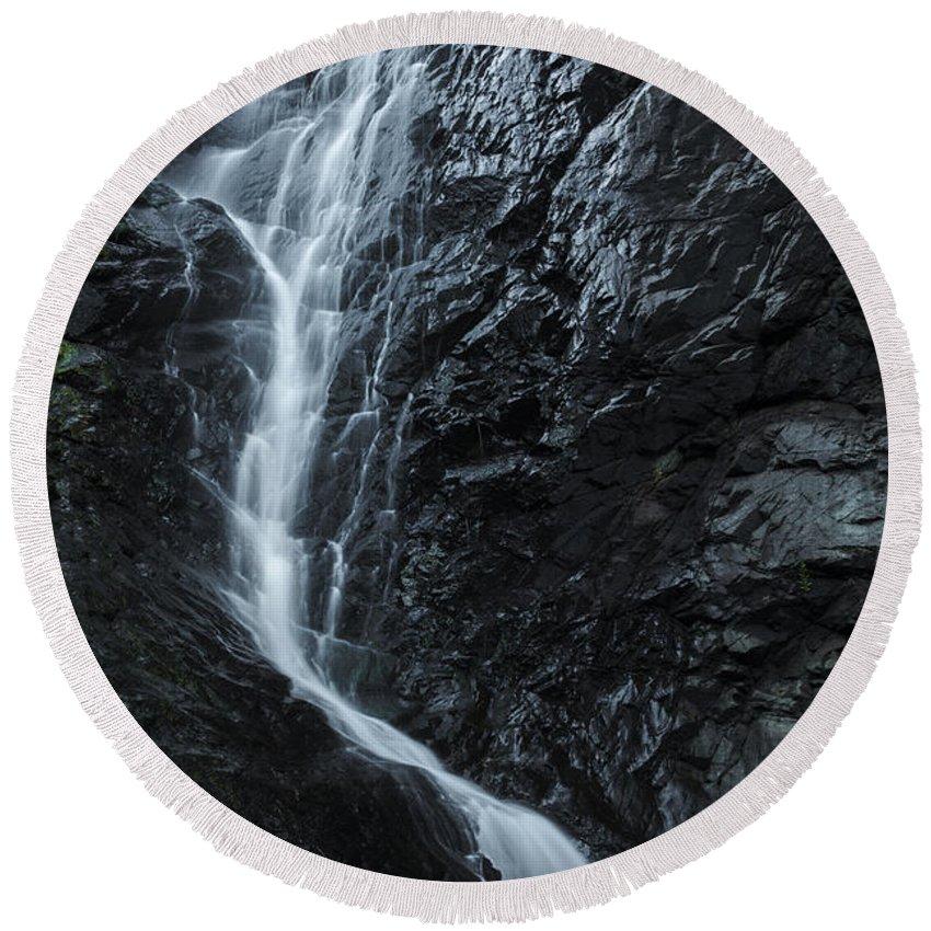 Australia Round Beach Towel featuring the photograph Cedar Creek Falls In Mount Tamborine by Rob D