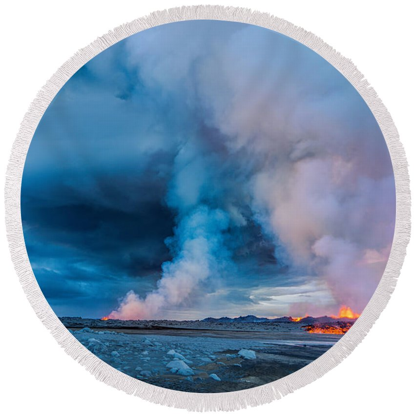 Photography Round Beach Towel featuring the photograph Volcano Eruption At The Holuhraun by Panoramic Images