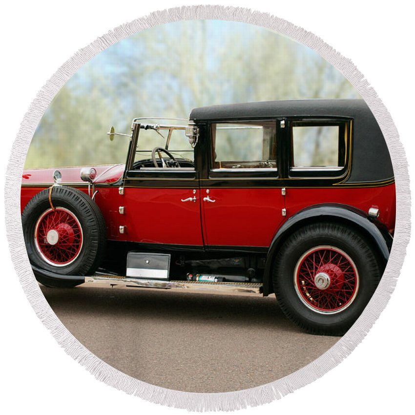Classic Car Round Beach Towel featuring the photograph 1928 Rolls-royce Phantom 1 by Jill Reger