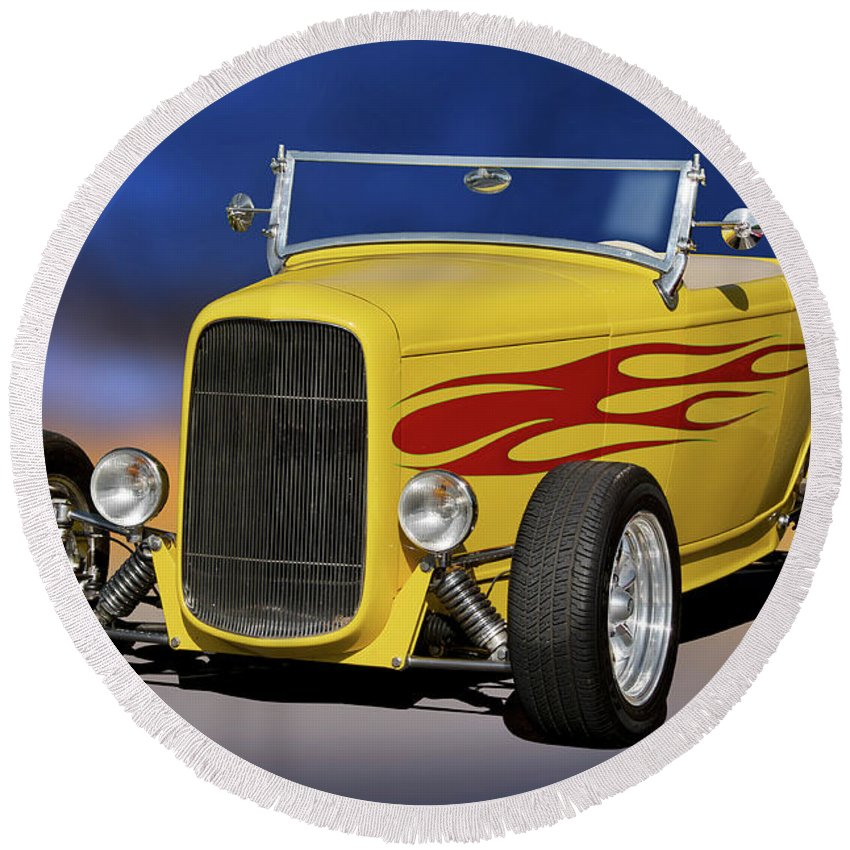 Auto Round Beach Towel featuring the photograph 1932 Ford Roadster 'hiboy' by Dave Koontz