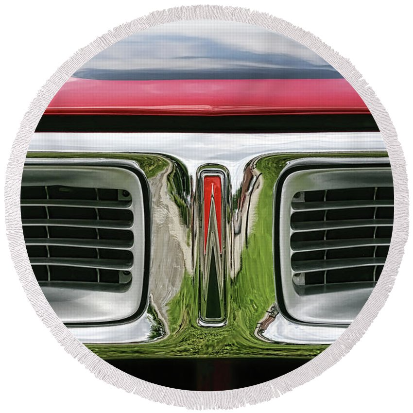 1972 Round Beach Towel featuring the photograph 1972 Dodge Charger 400 Magnum by Gordon Dean II