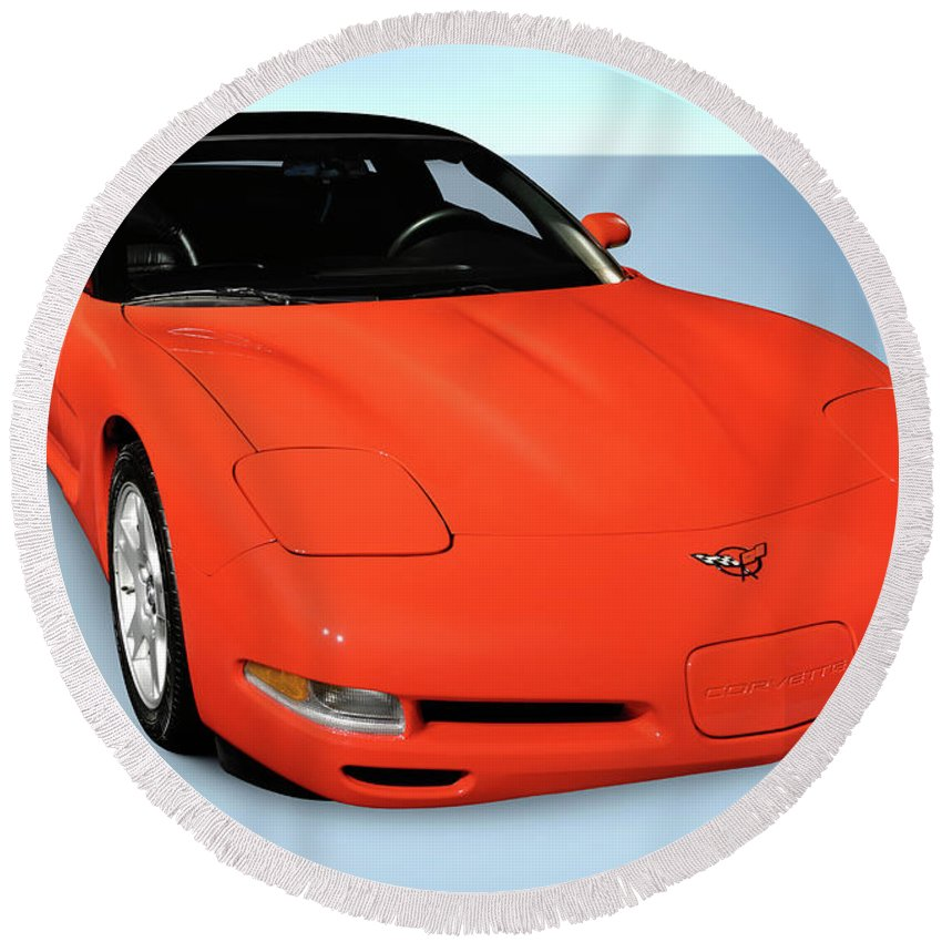 Chevrolet Round Beach Towel featuring the photograph 1997 Chevrolet Corvette C5 Coupe by Maxim Images Prints