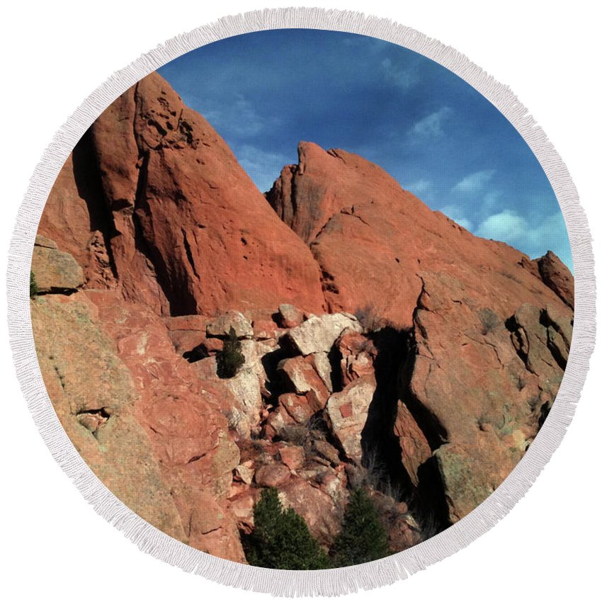 Garden Of The Gods Round Beach Towel featuring the photograph Garden Of The Gods by Elizabeth Harshman