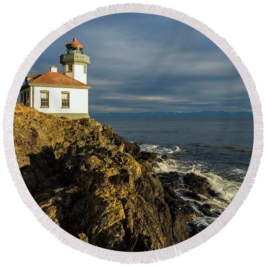 Lime Kiln Lighthouse Round Beach Towel featuring the photograph Lime Kiln Lighthouse by Stephanie McDowell